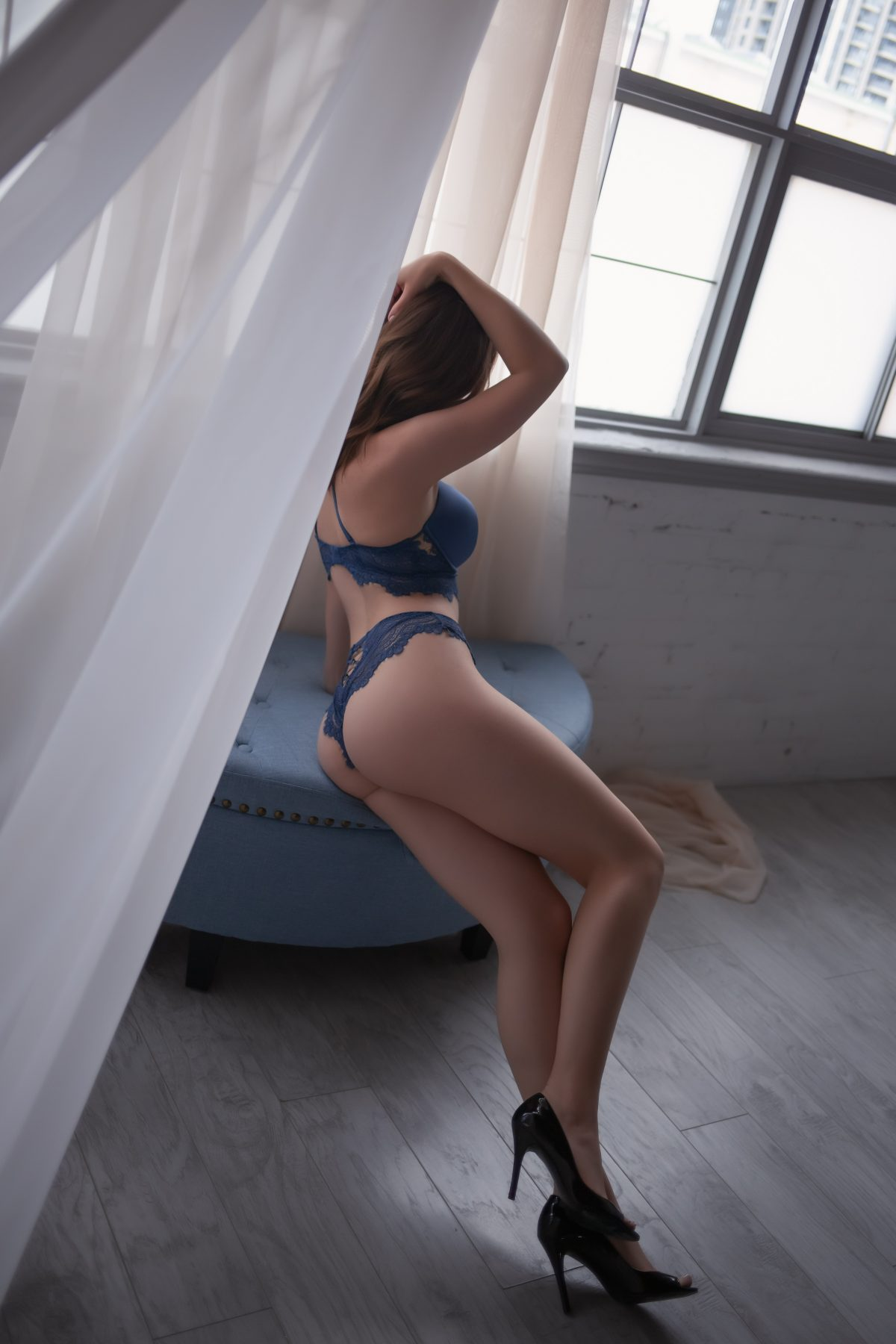 Toronto escorts companion upscale Madalyn Non-smoking Age Young Figure Slender Petite Breasts Natural Hair Blonde Brunette Ethnicity European Tattoos None Video