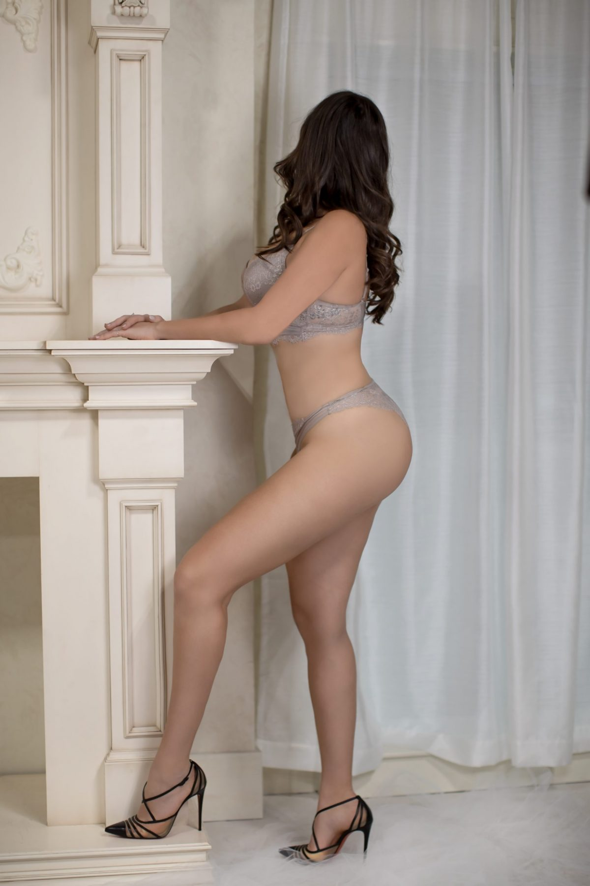 Toronto escorts companion upscale Parker Interests Duo Couple-friendly Disability-friendly Non-smoking Age Mature Figure Slender Tall Breasts Natural Hair Brunette Ethnicity European Tattoos Small