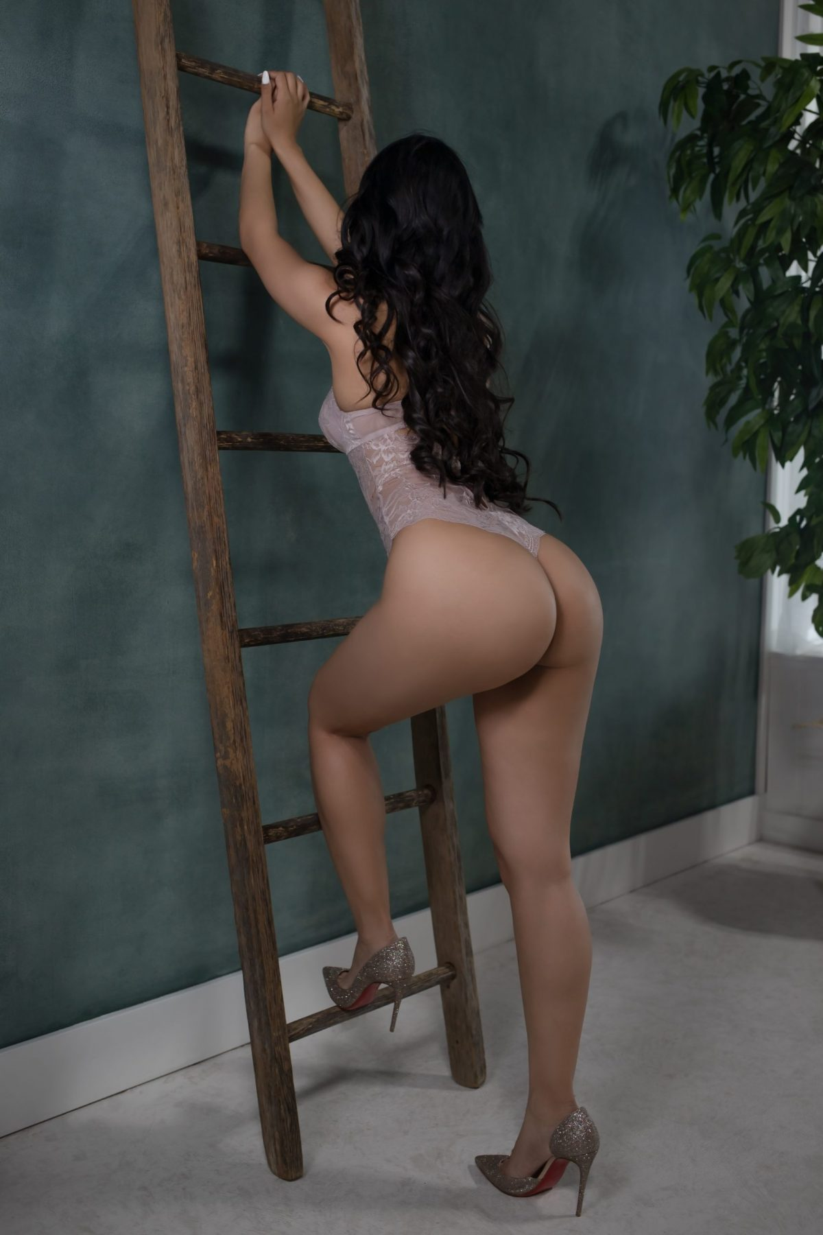 Toronto escorts companion upscale Shay Interests Duo Disability-friendly Non-smoking Age Young Figure Slender Petite Breasts Natural Hair Raven-Haired Brunette Ethnicity Asian Tattoos Small Arrival New Photos