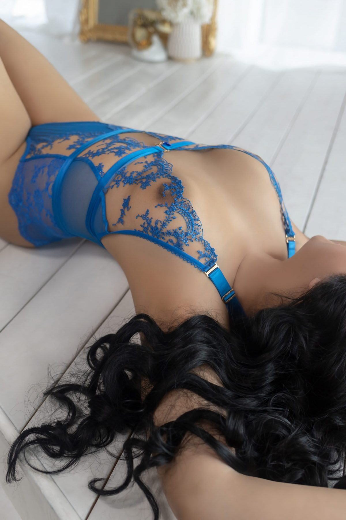 Toronto escorts companion upscale Celine Interests Disability-friendly Non-smoking Age Mature Figure Slender Curvy Petite Breasts Natural Hair Raven-Haired Ethnicity European Tattoos None Arrival New Photos