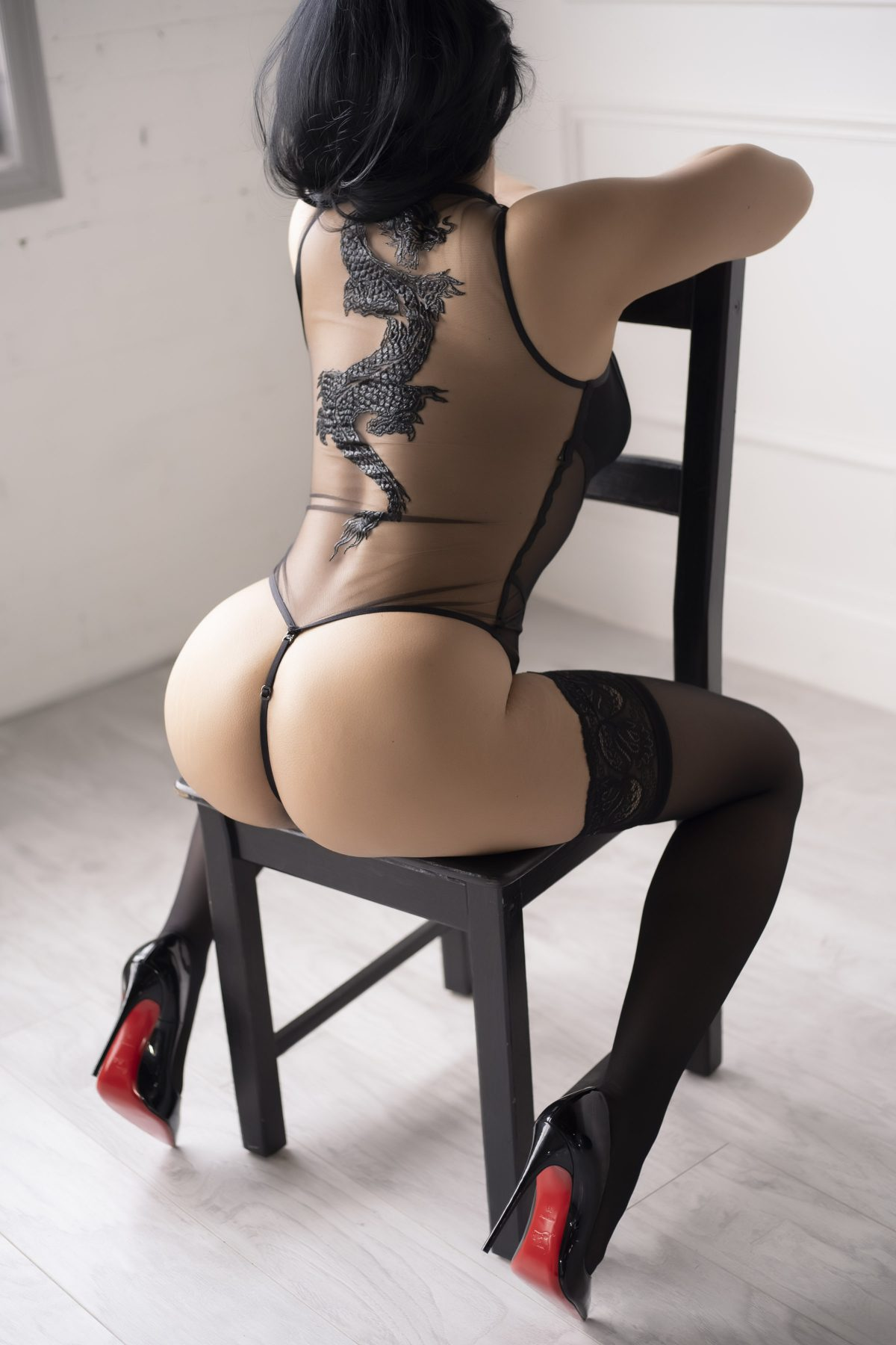 Toronto escorts companion upscale Celine Interests Disability-friendly Non-smoking Age Mature Figure Slender Curvy Petite Breasts Natural Hair Raven-Haired Ethnicity European Tattoos None Arrival