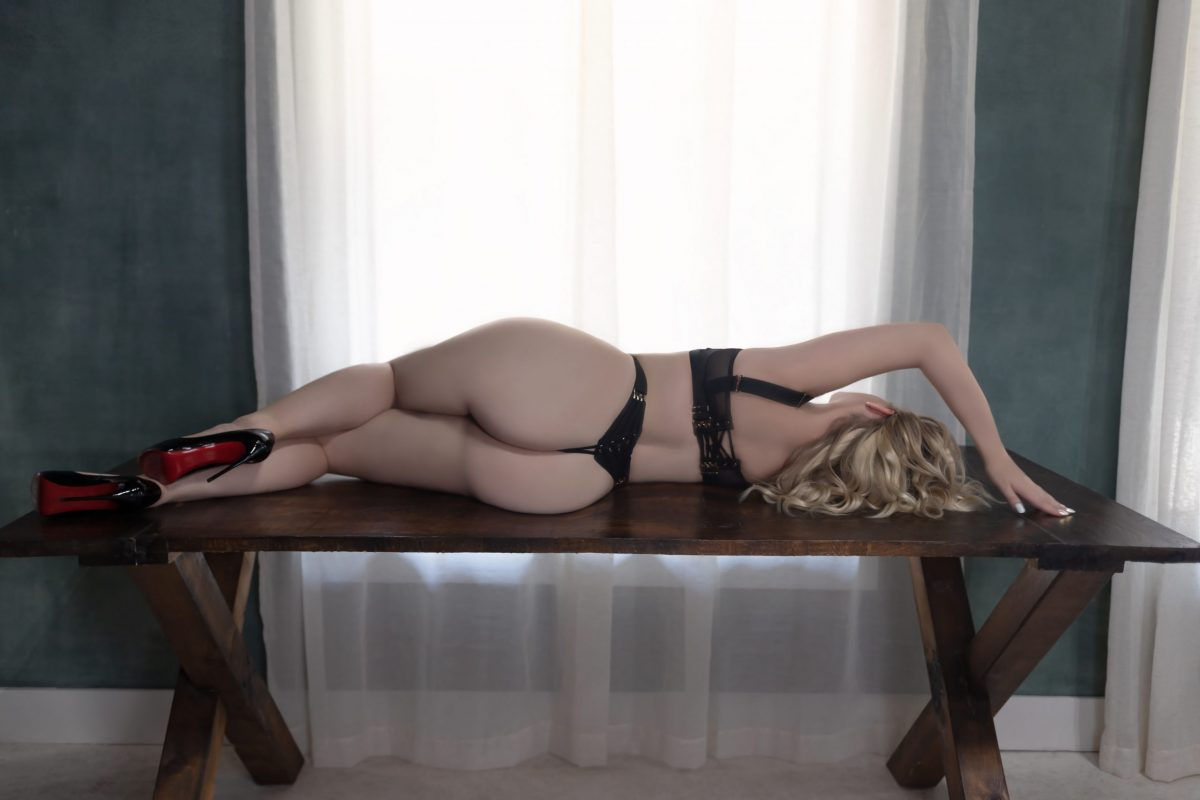 Toronto escorts companion upscale Lauren Interests Duo Couple-friendly Non-smoking Age Young Figure Slender Curvy Petite Breasts Natural Hair Blonde Ethnicity European Tattoos Large Arrival New Photos