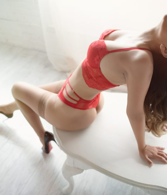 Toronto escort Olivia Interests Non-smoking Age Mature Figure Petite Breasts Natural Hair Brunette Ethnicity Latina Tattoos None Arrival New Photos New