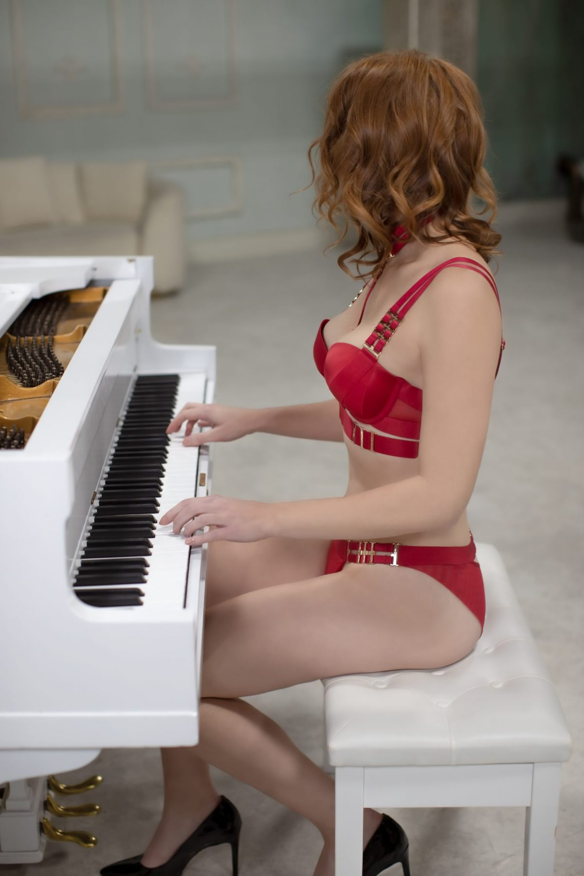 Toronto escorts companion upscale Danielle Interests Duo Non-smoking Age Mature Figure Slender Tall Breasts Natural Hair Redhead Ethnicity European Tattoos None Arrival
