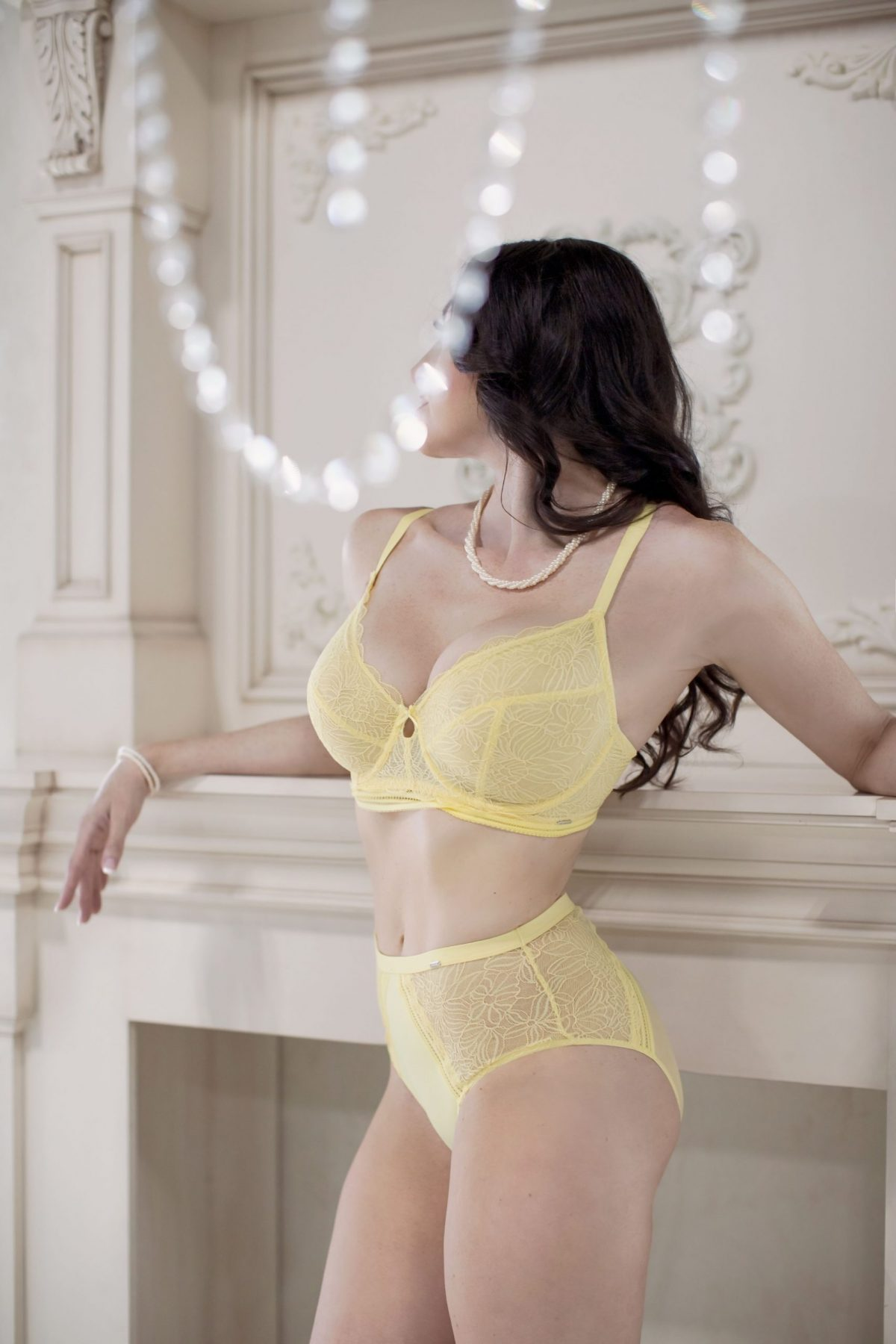 Toronto escorts companion upscale Rebecca Interests Duo Couple-friendly Disability-friendly Non-smoking Age Mature Figure Slender Curvy Tall Enhanced Raven-Haired Brunette European Tattoos Large Arrival New Photos New