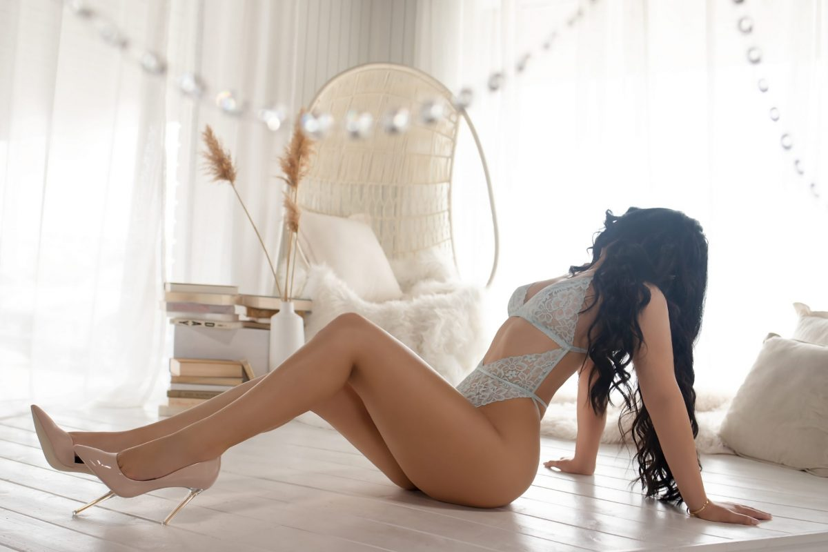 Toronto escorts companion upscale Eva Interests Duo Disability-friendly Non-smoking Age Young Figure Slender Petite Breasts Natural Hair Brunette Ethnicity Latina Tattoos Small Arrival