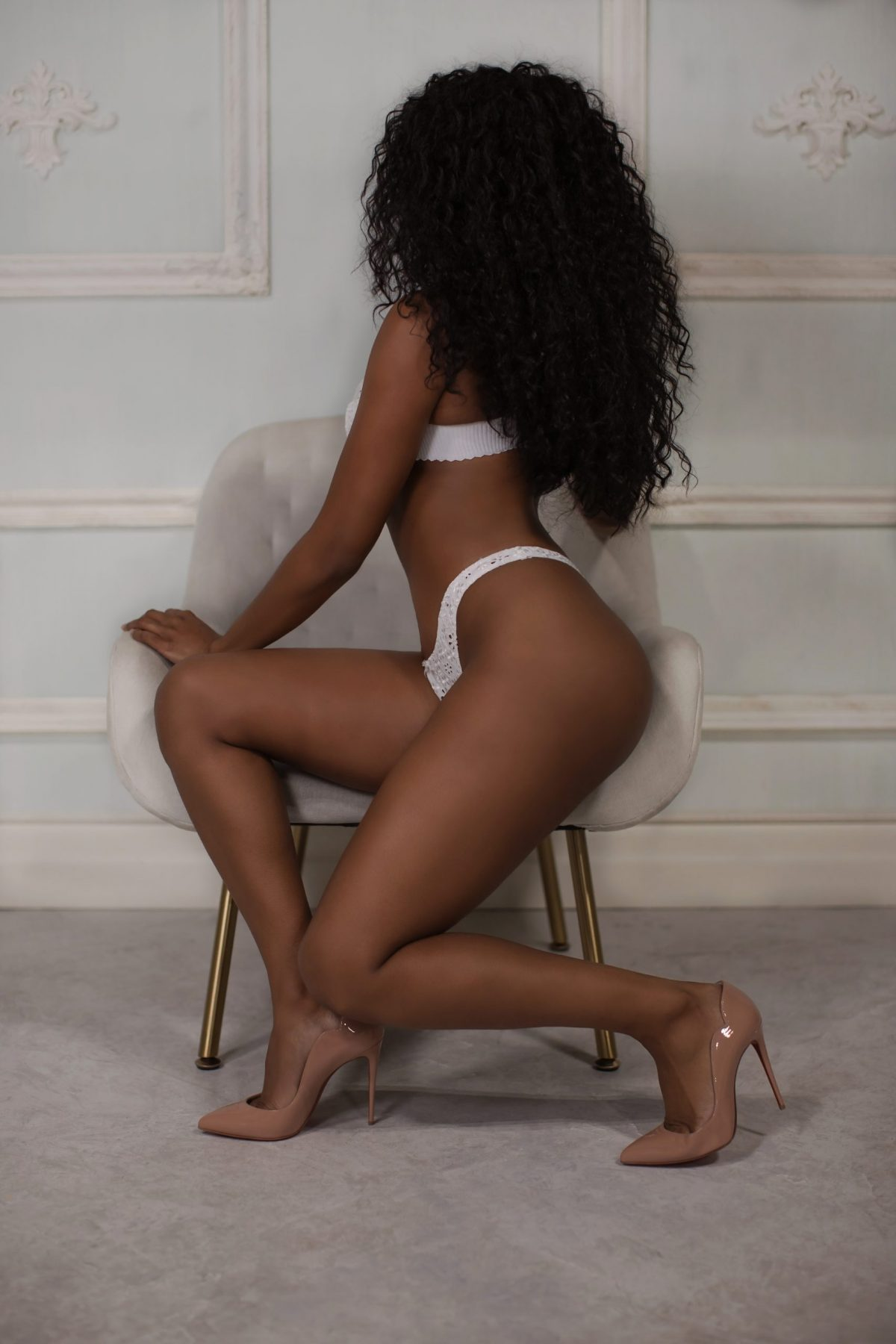 Toronto escorts companion upscale Nina Interests Duo Couple-friendly Disability-friendly Non-smoking Age Mature Figure Slender Petite Breasts Natural Hair Brunette Ethnicity Latina Black Tattoos Small Arrival