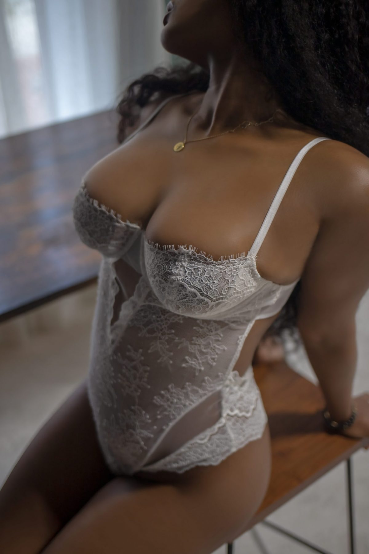 Toronto escorts companion upscale Nina Interests Duo Couple-friendly Disability-friendly Non-smoking Age Mature Figure Slender Petite Breasts Natural Hair Brunette Ethnicity Latina Black Tattoos Small Arrival New Photos