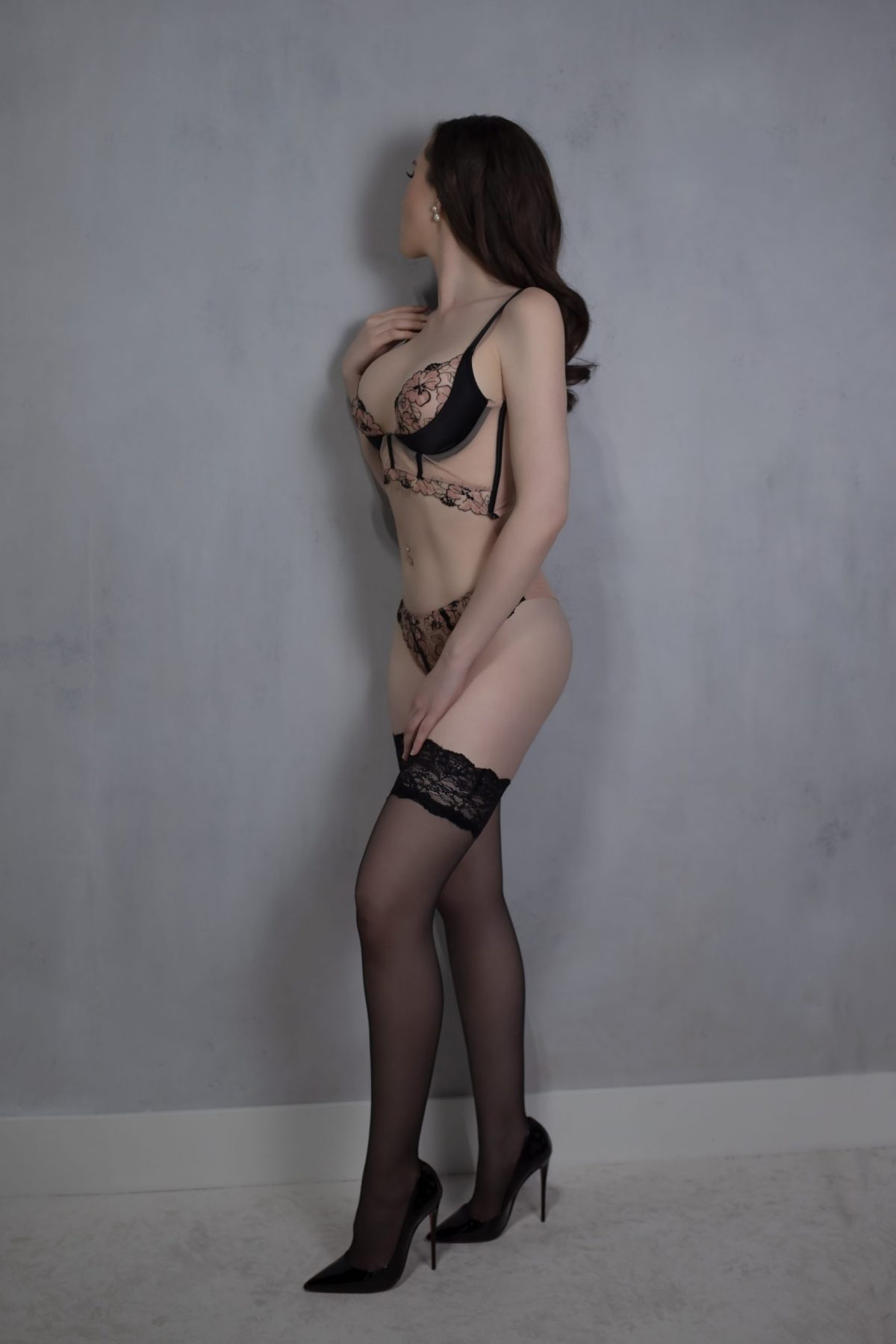 Toronto escorts companion upscale Fiona Interests Duo Couple-friendly Non-smoking Age Mature Figure Slender Tall Breasts Enhanced Hair Brunette Ethnicity European Tattoos Large Arrival New Photos New