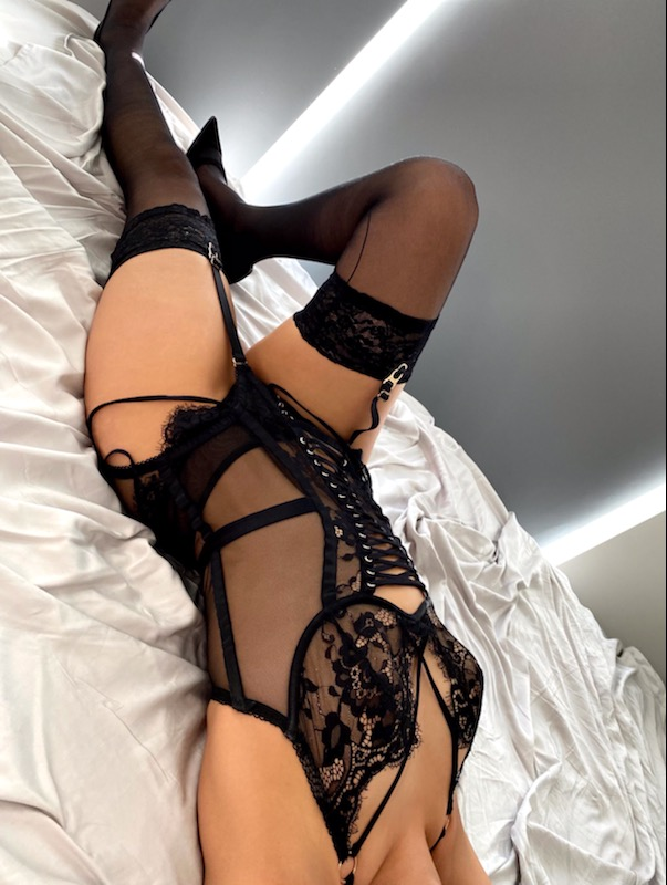 Toronto escorts companion upscale Maria Interests Disability-friendly Non-smoking Age Young Figure Slender Petite Breasts Natural Hair Brunette Ethnicity Latina Tattoos None Arrival New