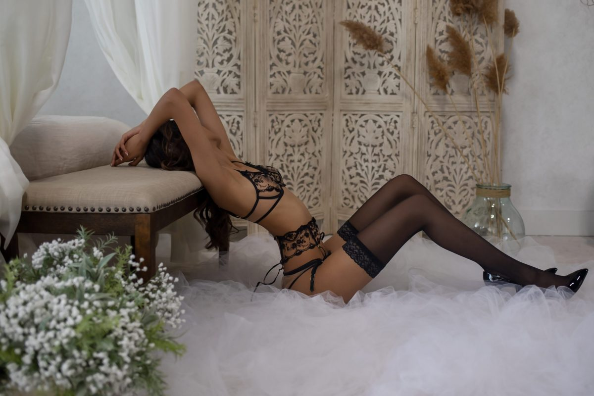 Toronto escorts companion upscale Zania Interests Non-smoking Age Young Figure Slender Tall Breasts Natural Hair Brunette Ethnicity South Asian Tattoos Small Arrival New Photos New