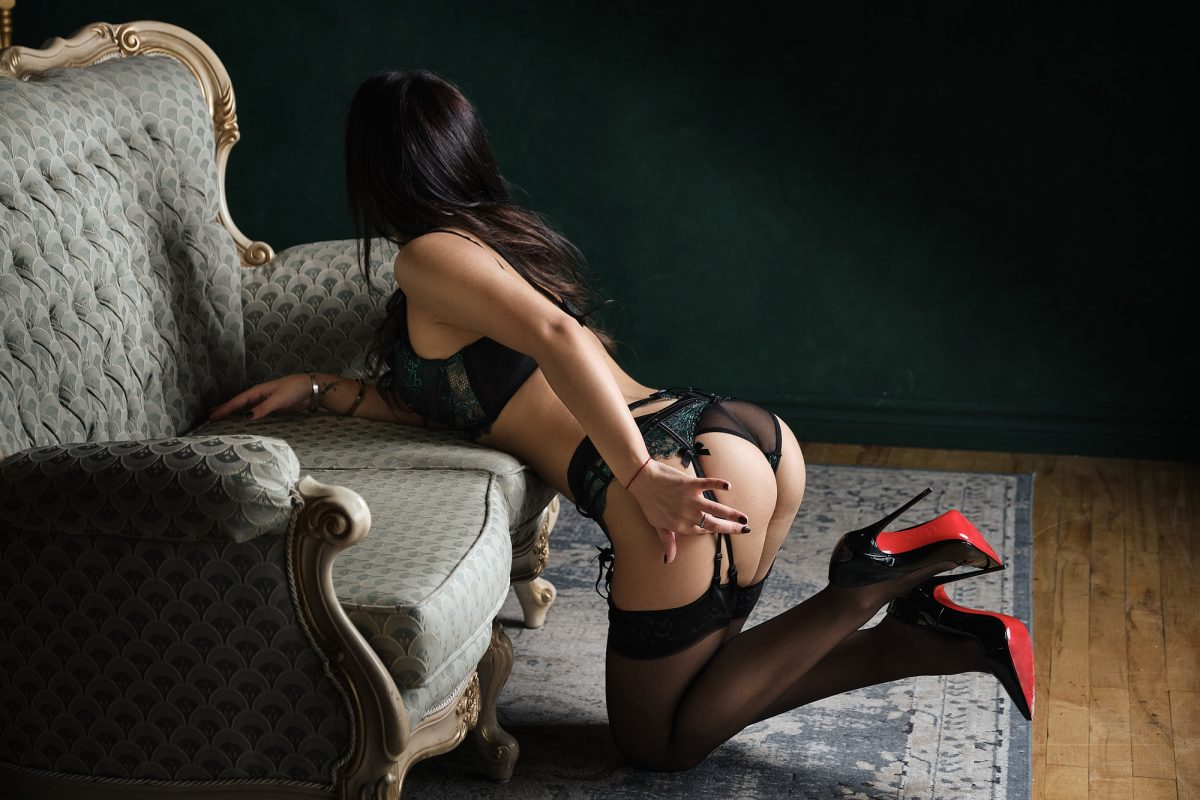 Toronto escorts companion upscale Avgustina Interests Duo Couple-friendly Age Young Figure Slender Tall Breasts Natural Hair Brunette Ethnicity European Tattoos Small Arrival New Photos