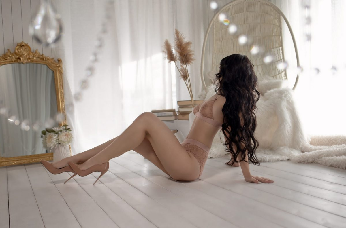 Toronto escorts companion upscale Avgustina Interests Duo Couple-friendly Age Young Figure Slender Tall Breasts Natural Hair Brunette Ethnicity European Tattoos Small Arrival New Photos New