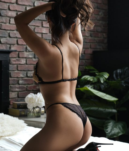 Toronto escort Avgustina Interests Duo Couple-friendly Age Young Figure Slender Tall Breasts Natural Hair Brunette Ethnicity European Tattoos Small Arrival New Photos