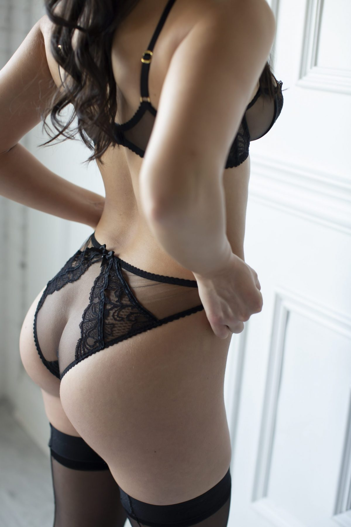 Toronto escorts companion upscale Jacqueline Interests Duo Couple-friendly Non-smoking Age Young Figure Slender Tall Breasts Natural Hair Brunette Ethnicity European Tattoos Small Arrival Returning