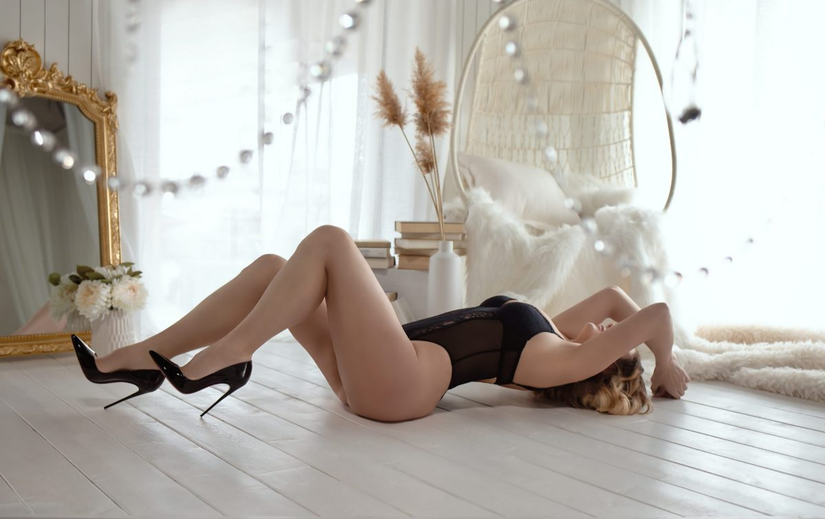 Toronto escorts companion upscale Tatum Interests Duo Couple-friendly Disability-friendly Non-smoking Age Mature Figure Slender Petite Breasts Natural Hair Blonde Ethnicity European Tattoos Small Arrival New Photos New