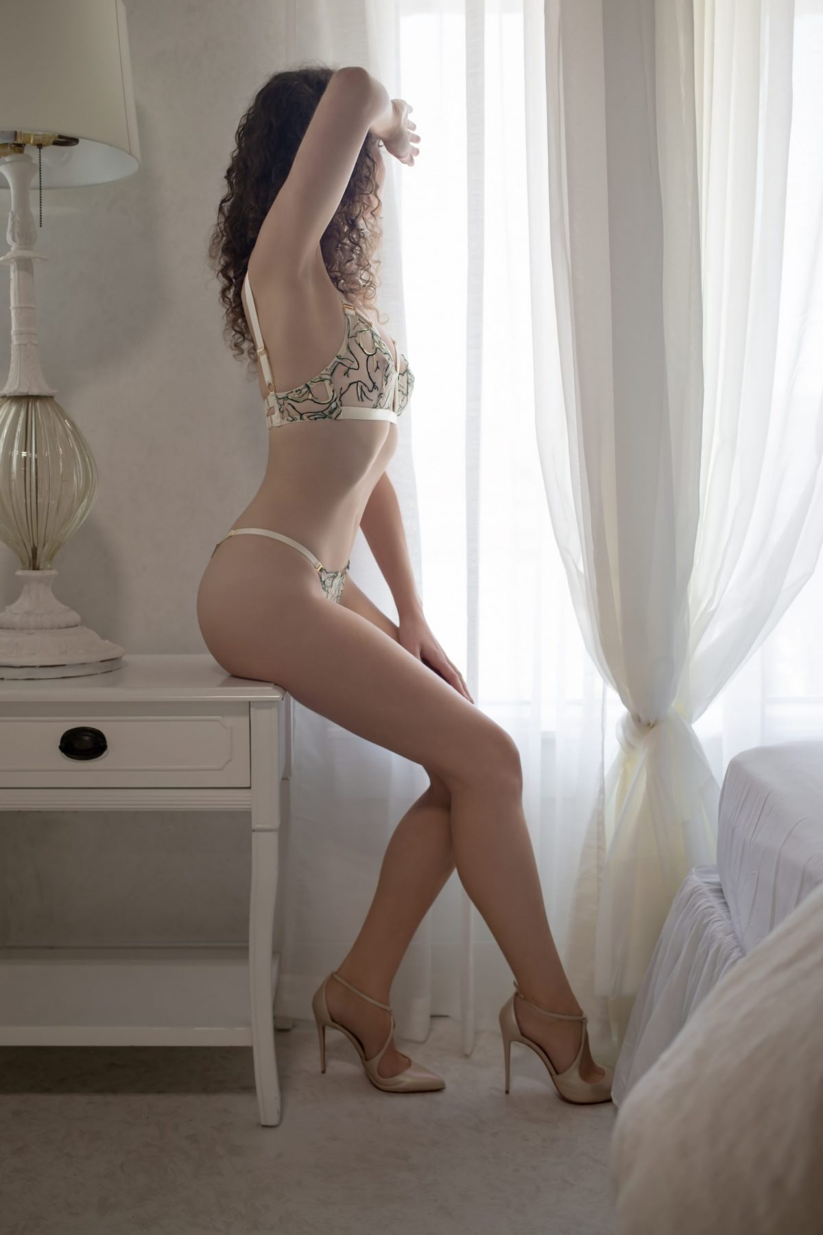 Toronto escorts companion upscale Willa Interests Duo Couple-friendly Non-smoking Age Young Figure Slender Tall Breasts Natural Hair Brunette Ethnicity European Tattoos Small Arrival