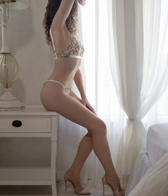 Toronto escort companion upscale classy high class sexy hot beautiful gorgeous Willa Interests Duo Couple-friendly Non-smoking Age Young Figure Slender Tall Breasts Natural Hair Brunette Ethnicity European Tattoos Small Arrival New New Photos