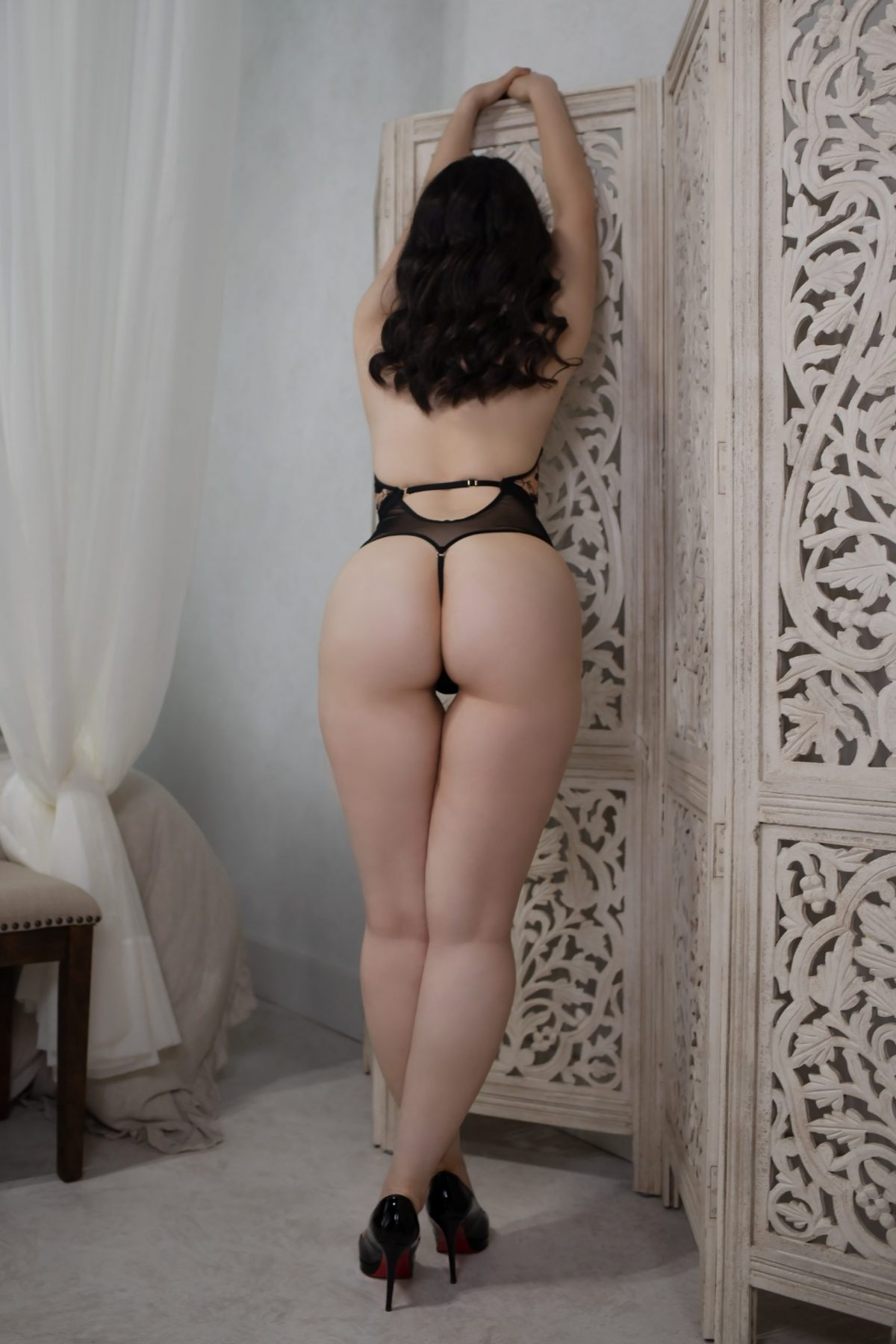 Toronto escorts companion upscale Adina Interests Duo Couple-friendly Disability-friendly Age Mature Figure Slender Curvy Breasts Natural Hair Brunette Ethnicity Middle-Eastern Tattoos None Arrival New Photos New