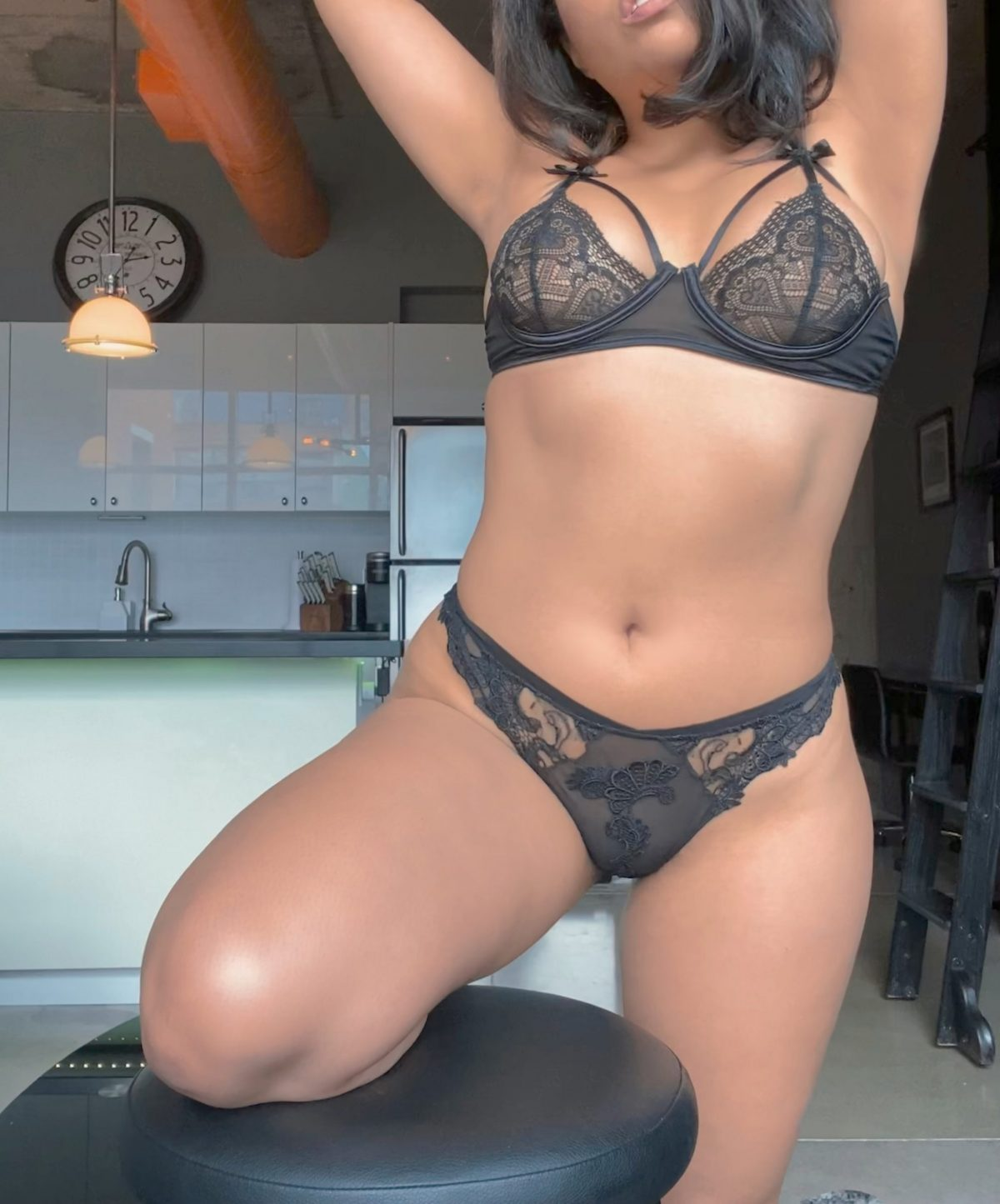 Toronto escorts companion upscale Francesca Duo Disability-friendly Non-smoking Young Curvy Petite Enhanced Raven-Haired Brunette Latina Small New