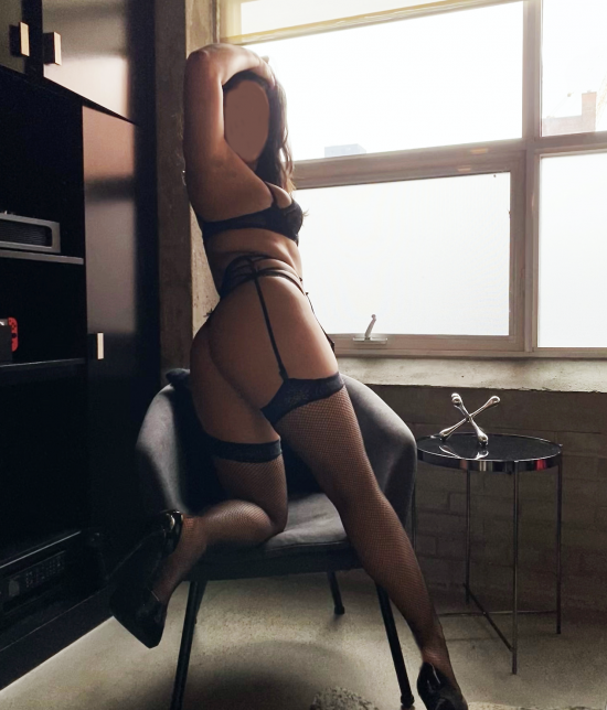 Toronto escort companion upscale classy high class sexy hot beautiful gorgeous Francesca Duo Disability-friendly Non-smoking Young Curvy Petite Enhanced Raven-Haired Brunette Latina Small New
