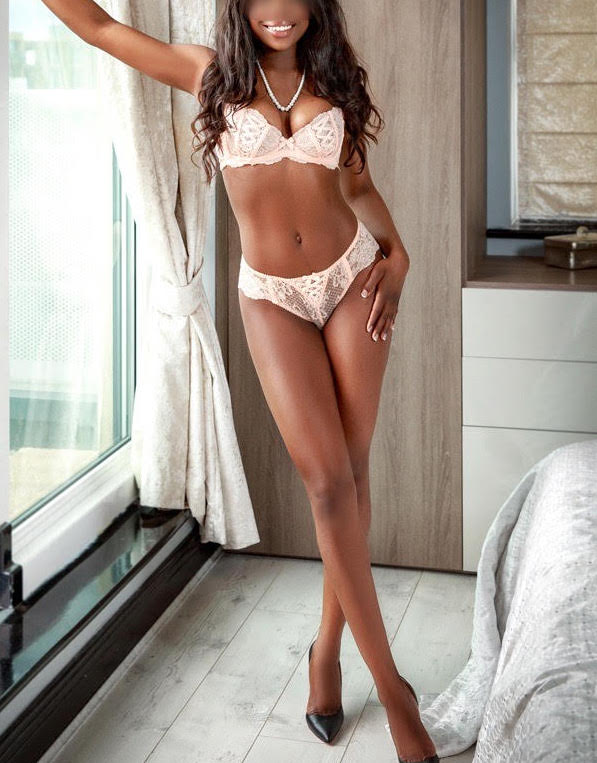 Toronto escorts companion upscale Tiffany Interests Duo Couple-friendly Disability-friendly Non-smoking Age Young Figure Slender Tall Breasts Natural Hair Brunette Ethnicity Black Tattoos Small Arrival New
