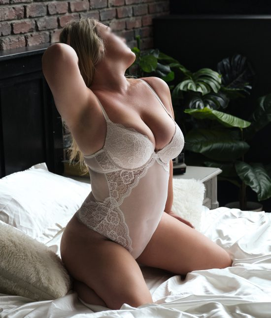 Toronto escort Catherine Interests Duo Couple-friendly Non-smoking Age Mature Figure Curvy Tall Breasts Natural Hair Blonde Ethnicity European Tattoos Small Arrival New