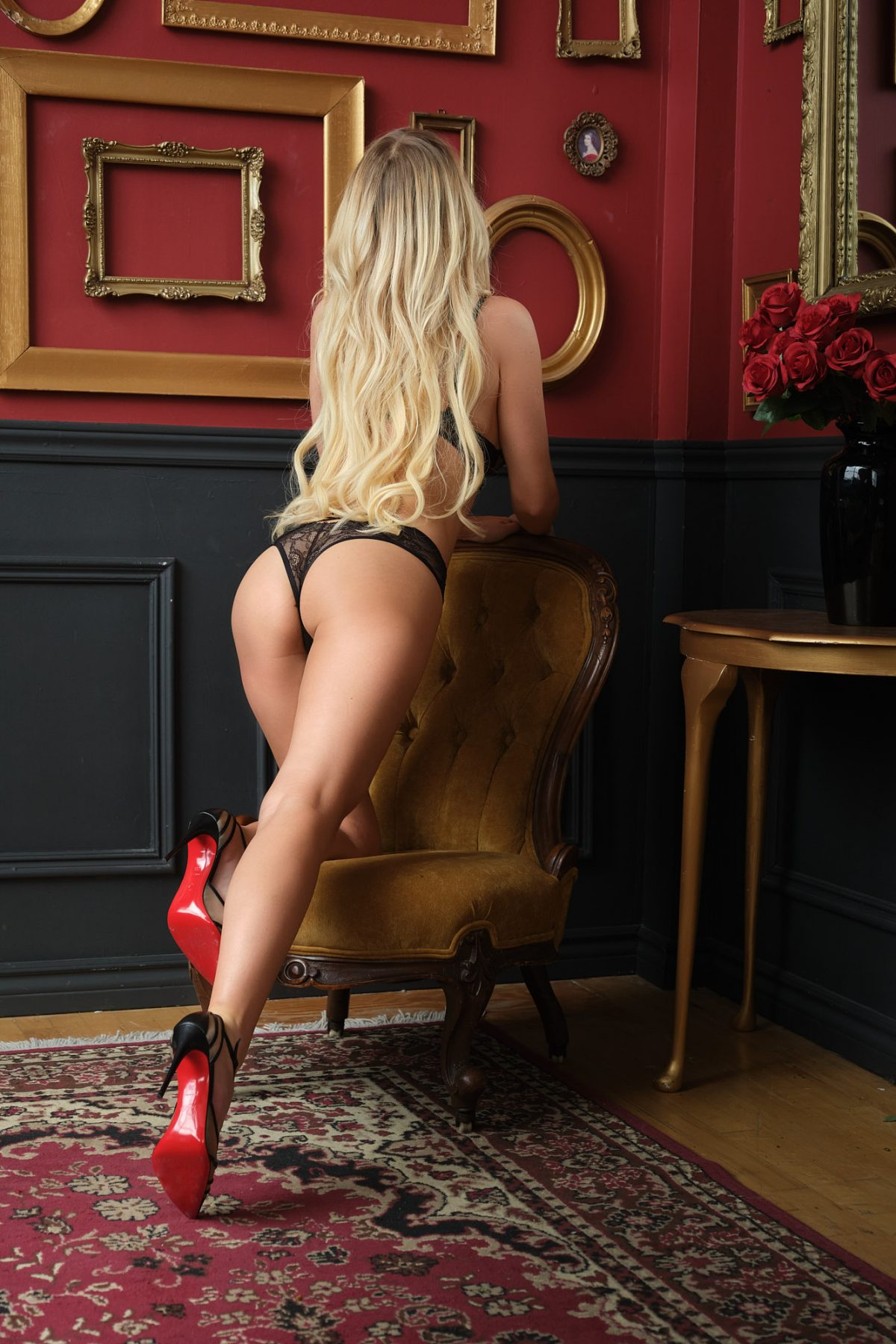 Toronto escorts companion upscale Natalie Interests Duo Non-smoking Age Mature Figure Slender Petite Breasts Natural Hair Blonde Ethnicity European Tattoos None Arrival New Photos New