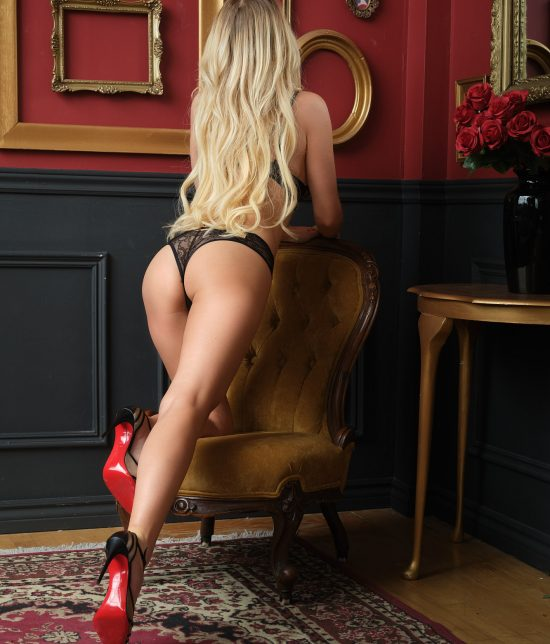 Toronto escort Natalie Interests Duo Non-smoking Age Mature Figure Slender Petite Breasts Natural Hair Blonde Ethnicity European Tattoos None Arrival New Photos New